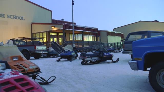 stockvideo's en b-roll-footage met dusk/night establish high school in alaska; snow on ground - alaska verenigde staten