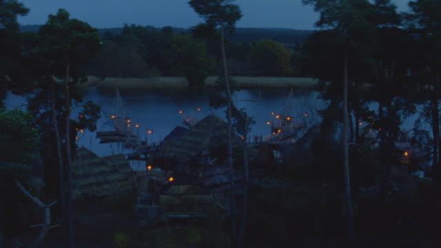 dusk/night small village on water - rätsel stock-videos und b-roll-filmmaterial