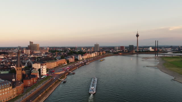 dusseldorf germany aerial video series - inquadratura da un aereo video stock e b–roll