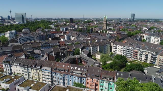 düsseldorf deutschland aerial video-serie - wohnung stock-videos und b-roll-filmmaterial