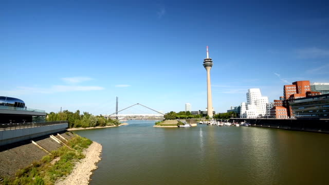 Dusseldorf Skyline with bridge, Panning