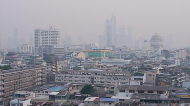 vídeos de stock, filmes e b-roll de pm2.5 poluição do ar da poeira em banguecoque, tailândia - bangkok