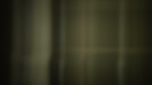 vídeos de stock, filmes e b-roll de dust and scratches on old film leader (loop). - deteriorado