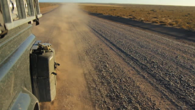 dust behind a driving offroad car on a dirt road in patagonia - provinz chubut stock-videos und b-roll-filmmaterial
