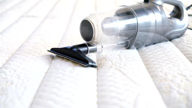 staub, milben saugen. - saugen mund benutzen stock-videos und b-roll-filmmaterial