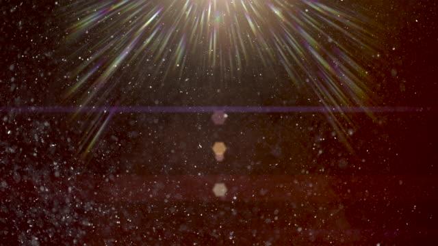 stockvideo's en b-roll-footage met stof deeltjes geschoten op zwart met lens flare. 4k stock video - lichtbundel