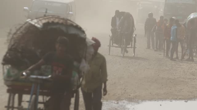 vídeos de stock, filmes e b-roll de dust pollution reaches an alarming stage in dhaka and many deaths as well as several million cases of illness occur every year due to the poor air... - bronquite