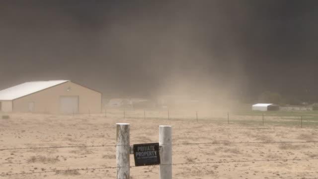 vídeos y material grabado en eventos de stock de dust storm in colorado - vendaval de polvo