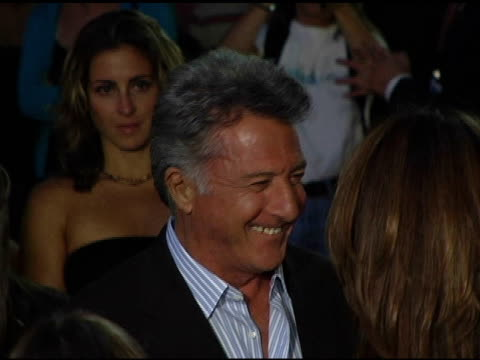 dustin hoffman and family at the 'i heart huckabees' premiere at the grove in los angeles california on september 22 2004 - dustin hoffman video stock e b–roll