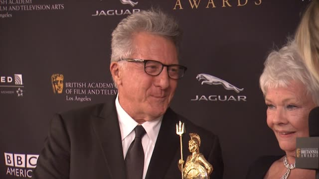 interview dustin hoffman and judi dench at the 2014 bafta los angeles jaguar britannia awards presented by bbc america and united airlines in los... - dustin hoffman video stock e b–roll