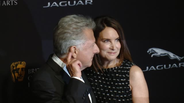 dustin hoffman and lisa hoffman at the 2014 bafta los angeles jaguar britannia awards presented by bbc america and united airlines in los angeles ca... - dustin hoffman video stock e b–roll