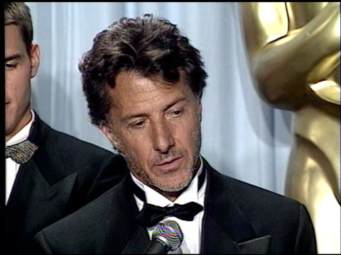 dustin hoffman at the 1989 academy awards at the shrine auditorium in los angeles california on march 29 1989 - dustin hoffman video stock e b–roll