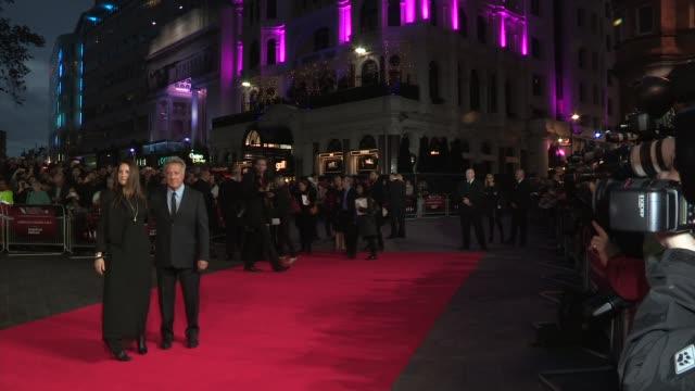 "dustin hoffman, lisa hoffman at ""quartet"" premiere: 56th bfi london film festival at odeon west end on october 15, 2012 in london, england. - ダスティン・ホフマン点の映像素材/bロール"