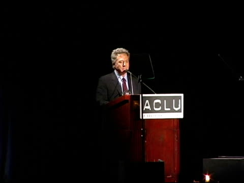 dustin hoffman on freedom of speech lenny bruce 'more media but less information' at the aclu bill of rights awards at the beverly hilton in beverly... - dustin hoffman video stock e b–roll