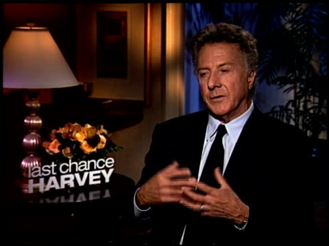 dustin hoffman talks about bringing some of himself into the story how he wanted to be a jazz pianist and how he also went through a divorce he talks... - dustin hoffman video stock e b–roll