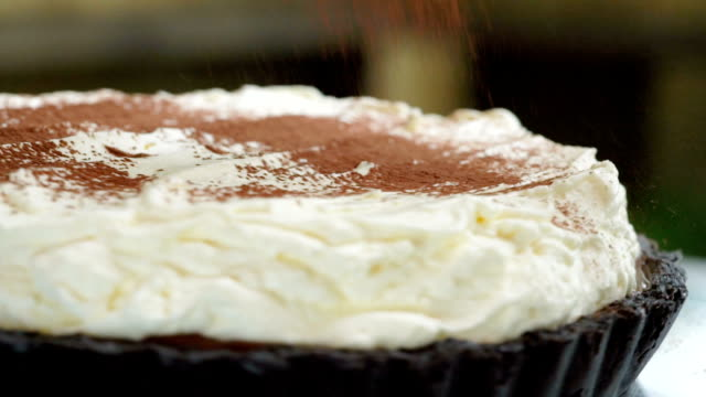 slomo - dusting banoffee cake by powdered cocoa - talcum powder stock videos and b-roll footage