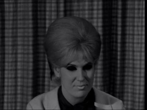london lap ext dusty springfield down steps from plane dusty springfield interview sof on being asked to leave south africa - dusty springfield bildbanksvideor och videomaterial från bakom kulisserna