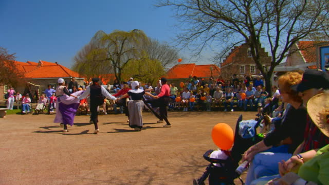 dutch dance performance  - オランダ文化点の映像素材/bロール