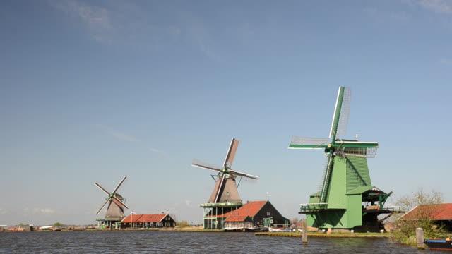Moinho de Vento na paisagem Holandesa
