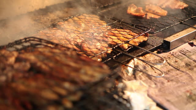 dwaeji galbi (spare ribs) being grilled on the charcoal fire in damyang, jeollanam-do province - damyang stock videos & royalty-free footage