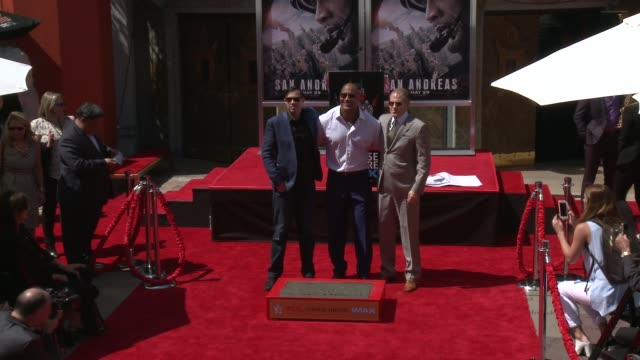 stockvideo's en b-roll-footage met dwayne johnson and brad peyton at the dwayne johnson immortalized with hand and footprint ceremony at tcl chinese theatre imax on may 19, 2015 in... - tcl chinese theatre