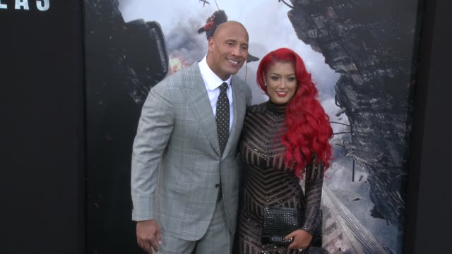 stockvideo's en b-roll-footage met dwayne johnson and eva marie at the san andreas los angeles world premiere at tcl chinese theatre on may 26 2015 in hollywood california - mann theaters