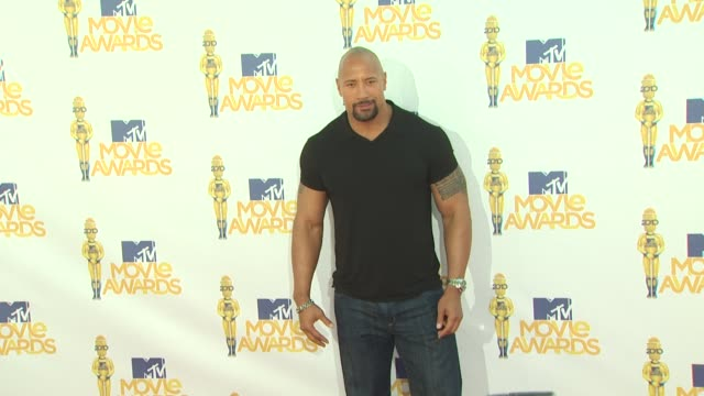dwayne johnson at the 2010 mtv movie awards at universal city ca. - mtvムービー&tvアワード点の映像素材/bロール