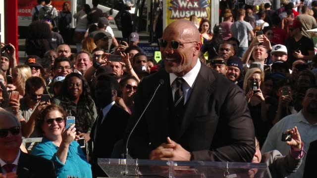 speech dwayne johnson on coming full circle wwe beginning at the dwayne johnson honored with a star on the hollywood walk of fame on december 13 2017... - ウォークオブフェーム点の映像素材/bロール