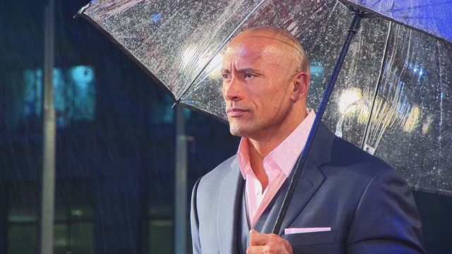 vídeos y material grabado en eventos de stock de dwayne johnson on getting injured, working with bruce willis and having an action figure at the gi joe: retaliation uk premiere on the 18th of march... - venganza
