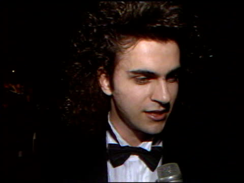vídeos de stock e filmes b-roll de dweezil zappa at the 4th annual american cinema awards at the beverly wilshire hotel in beverly hills california on september 20 1987 - 1987