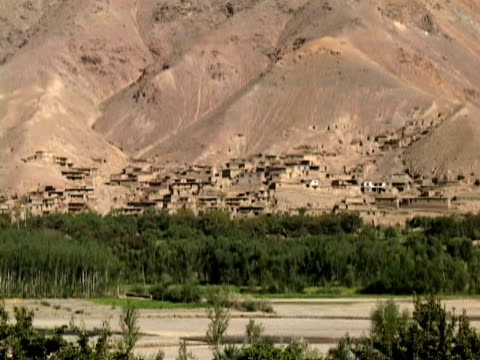 ws ls zo dwellings and landscape, bamyan, hazarajat, afghanistan - afghanistan stock videos and b-roll footage