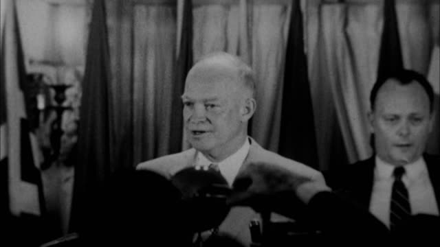 vidéos et rushes de dwight d eisenhower having speech / usa - 1953