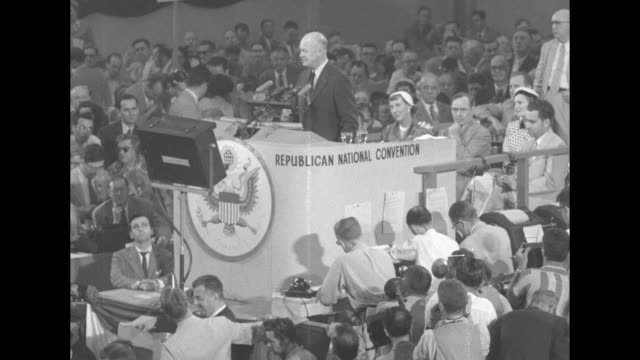 vidéos et rushes de dwight eisenhower at podium at the republican national convention in chicago's international amphitheatre, with mamie eisenhower sitting behind him,... - press conference