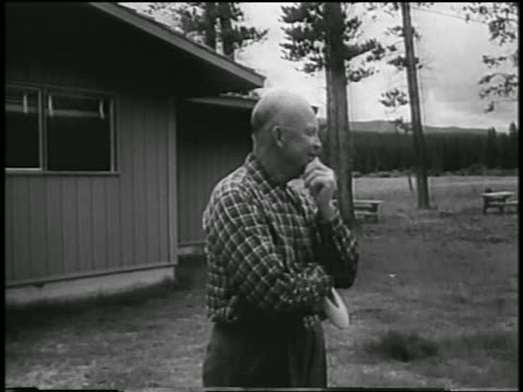 vídeos y material grabado en eventos de stock de dwight eisenhower in casual clothing standing outdoors / colorado - only mature men