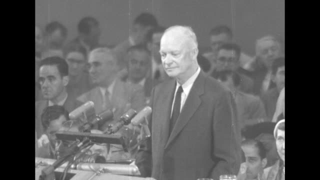 ms dwight eisenhower speaking at podium during speech at the 1952 republican national convention at chicago's international amphitheatre - partito repubblicano degli usa video stock e b–roll