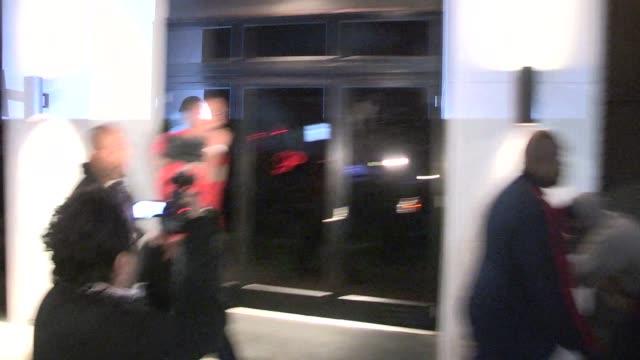 vídeos y material grabado en eventos de stock de dwight howard on johnny manziel dunk video & lebron james departing philippe chow celebrity sightings in los angeles on february 17, 2014 in los... - mate técnica de vídeo