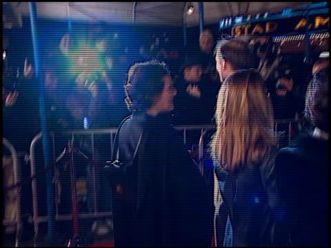 vídeos y material grabado en eventos de stock de dwight yoakam at the 'jackie brown' premiere at the mann village theatre in westwood california on december 11 1997 - jackie brown película