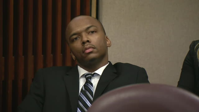 vídeos y material grabado en eventos de stock de dwright boone-doty sits in court during the tyshawn lee murder trial in chicago. - crime or recreational drug or prison or legal trial
