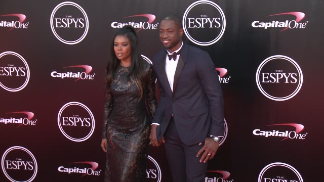 vídeos de stock, filmes e b-roll de dwyane wade and gabrielle union at the 2016 espy awards at microsoft theater on july 13 2016 in los angeles california - espy awards