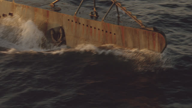 d/x-aerial close on sub hull & fast mov over sub at sunset - 海軍点の映像素材/bロール