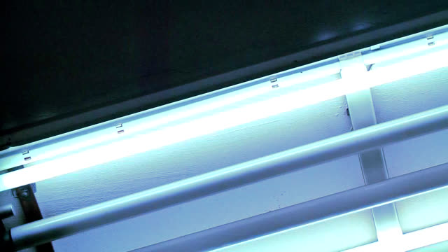 dying fluorescent lamp