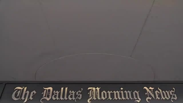 dynamic shots of the dallas morning news newspaper wide shot of the dallas morning news inscription pan/tilt shot of the dallas morning news... - 彫刻画点の映像素材/bロール