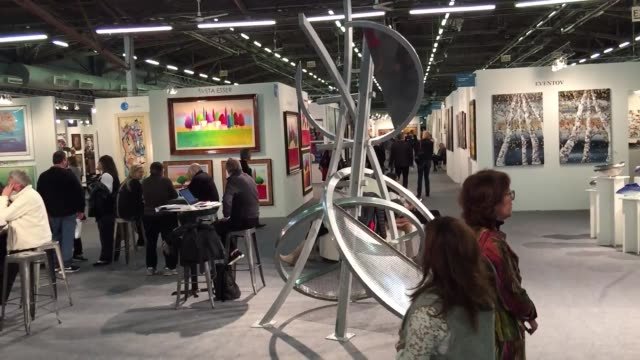 each year thousands of art industry insiders flock to art expo new york in search of the art and artists that will shape trends in galleries... - skulptur kunstwerk stock-videos und b-roll-filmmaterial