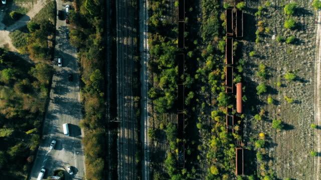 Eagle Eye Ansicht einer Drohne fliegen über Bahn-Gleise