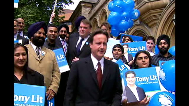 stockvideo's en b-roll-footage met conservative candidate revelations tx ealing town hall david cameron mp at photocall with conservative supporters holding tony lit placards lit at... - kandidaat
