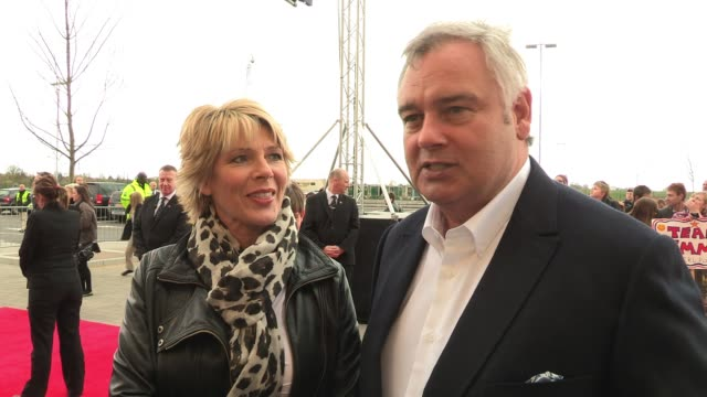 stockvideo's en b-roll-footage met eamon holmes ruth langsford talk about what they are most looking forward to on the tour and eamon professes to being under ruth's spell eamon holmes... - eamonn holmes