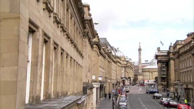 earl grey's monument and theatre royal at the far end of grey street in newcastle upon tyne. available in hd. - newcastle upon tyne video stock e b–roll