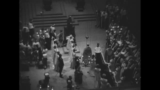 earl marshall signals procession to begin / peers and standard bearers / choir sings god save the king / as the queen and her entourage pass ladies... - chorsänger stock-videos und b-roll-filmmaterial