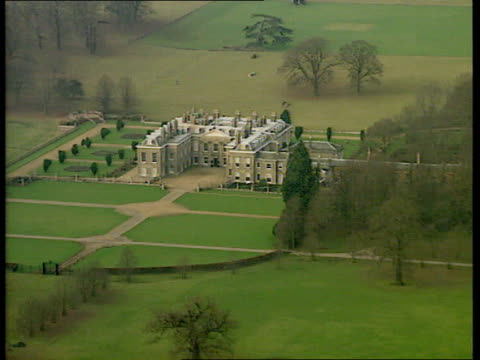 vídeos de stock e filmes b-roll de earl spencer criticises royals on us tv england northants althorp park althorp estate lib - terreno