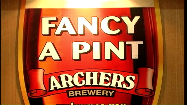 "vidéos et rushes de great british beer festival 2006 opens; england: london: earls court: 2006 great british beer festival: int sign for ""hog's back brewery"" ""wells... - demi finale"